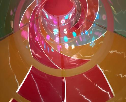 Röhrenrutsche mit Lichteffekten